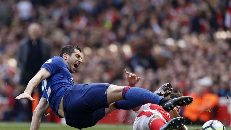 Arsenal's English midfielder Alex Oxlade-Chamberlain (R) tackles Manchester United's Armenian midfielder Henrikh Mkhitaryan during the English Premier Leag