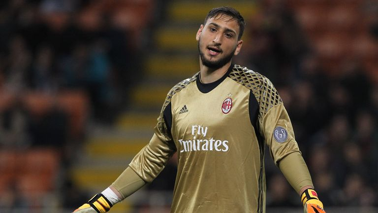 MILAN, ITALY - MAY 07:  Gianluigi Donnarumma of AC Milan shows his dejection during the Serie A match between AC Milan and AS Roma at Stadio Giuseppe Meazz