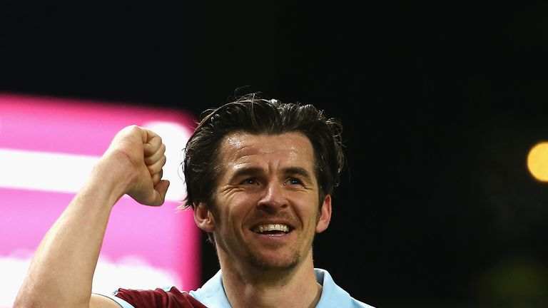 BURNLEY, ENGLAND - JANUARY 14:  Joey Barton of Burnley shows appreciation to the fans after the Premier League match between Burnley and Southampton at Tur
