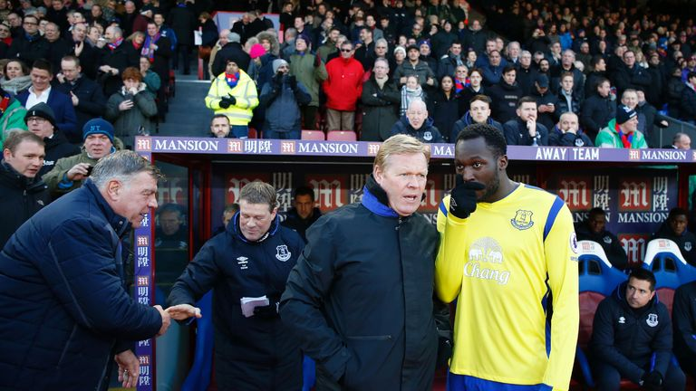 Ronald Koeman talks with Romelu Lukaku ahead of the Premier League match against Crystal Palace at Selhurst Park