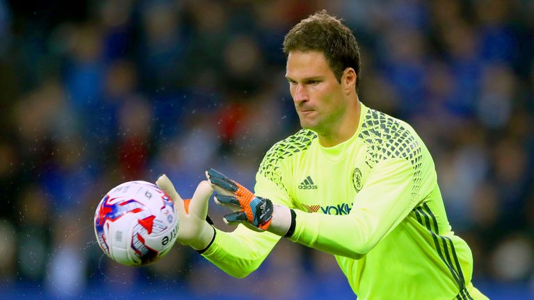 Goalkeeper Asmir Begovic has agreed a £10m move to Bournemouth