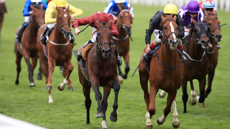 Stradivarius (right) swoops late to win the Queen's Vase