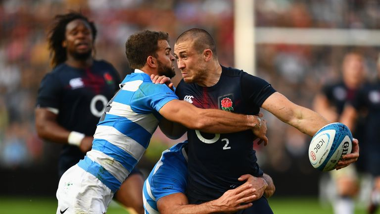 Mike Brown is tackled by Ramiro Moyano and Pablo Matera