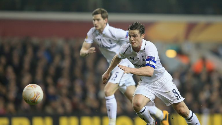 Scott Parker in action as a player for Spurs