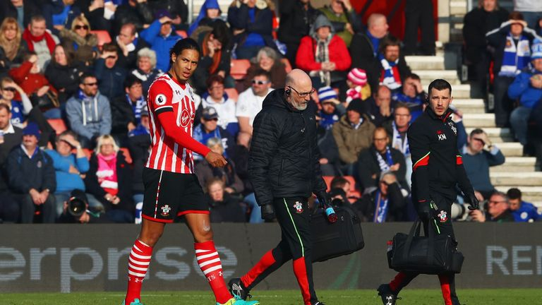 SOUTHAMPTON, ENGLAND - JANUARY 22:  An injured Virgil van Dijk of Southampton leaves the ptich during the Premier League match between Southampton and Leic