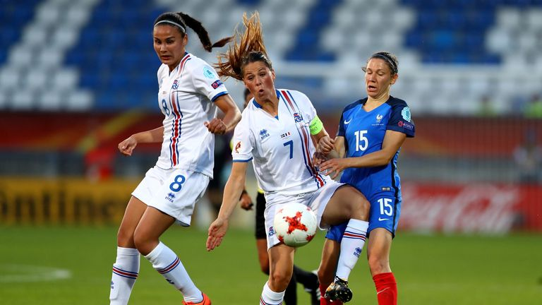 France's Elise Bussaglia (right) and Iceland's Sara Bjork Gunnarsdottir compete for possession