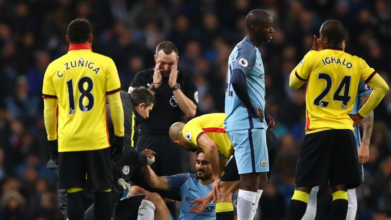 MANCHESTER, ENGLAND - DECEMBER 14: Ilkay Gundogan (C) of Manchester City receives medical treatment before being substituted due to an injury