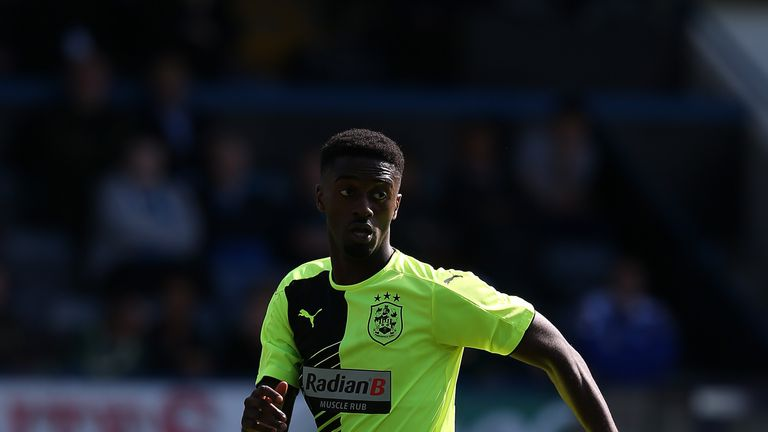 Jordy Hiwula joins Fleetwood on a season-long loan