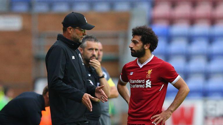 Jurgen Klopp talks with Mohamed Salah