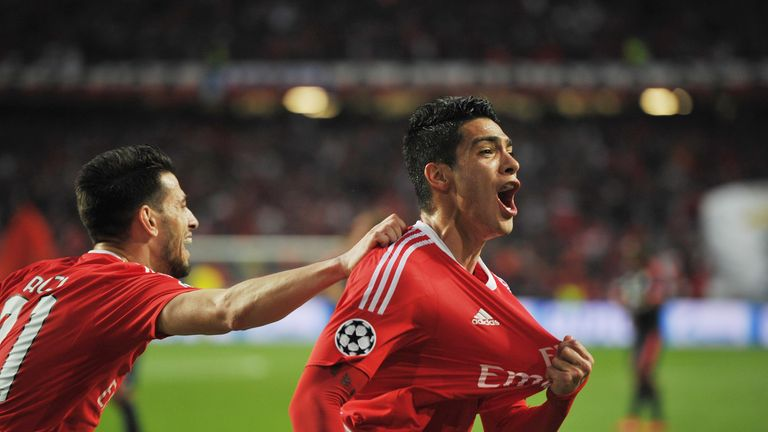 LISBON, PORTUGAL - APRIL 13: Raul Jiménez of SL Benfica celebrates after scoring the first goal against FC Bayern Muenchen during the UEFA Champions leagu