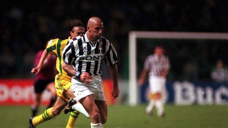 ITALY - APRIL 17:  FUSSBALL: FC NANTES - JUVE TURIN 3:2 17.4.96, Gianluca VIALLI Fussballspieler Juventus Turin  (Photo by Ruediger Fessel/Bongarts/Getty I