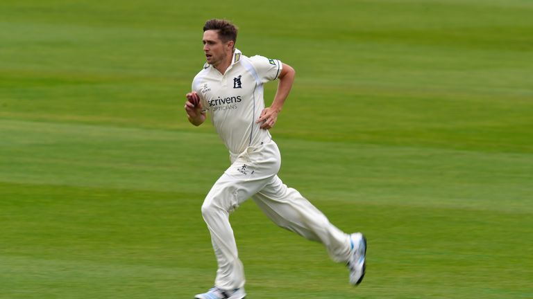 Chris Woakes has signed a new contract to stay at Warwickshire until 2022