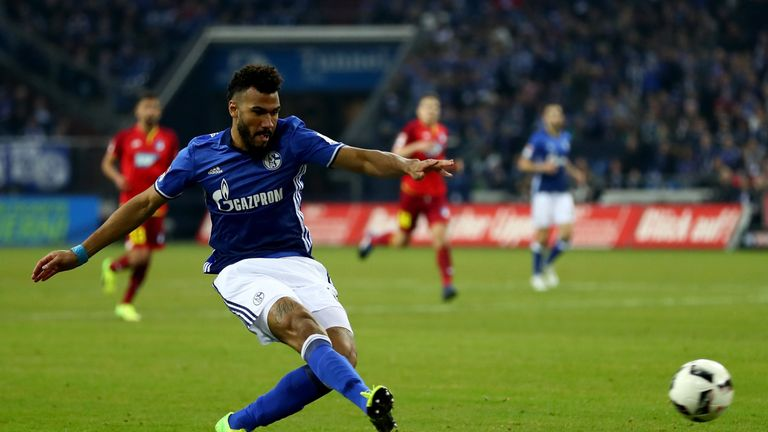 Eric Maxim Choupo-Moting in action for Schalke