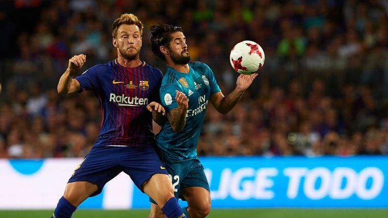 Ivan Rakitic (L) of Barcelona is challenged by Isco