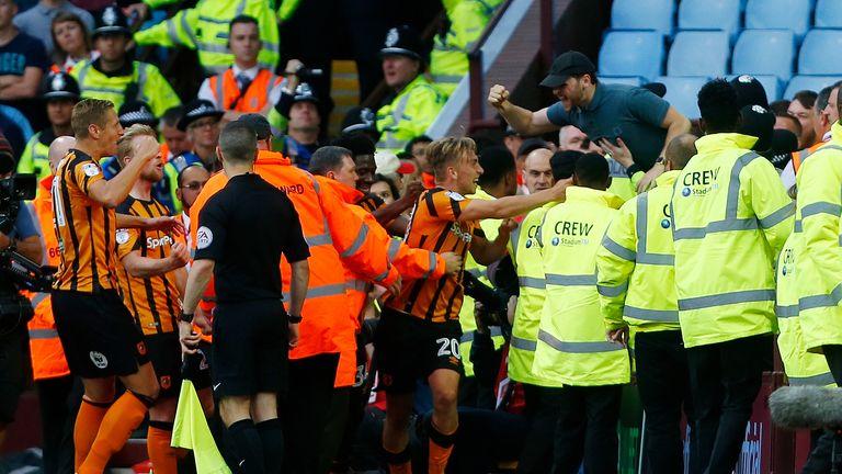 Hull City's Jarrod Bowen (C) celebrates his equaliser at Villa Park