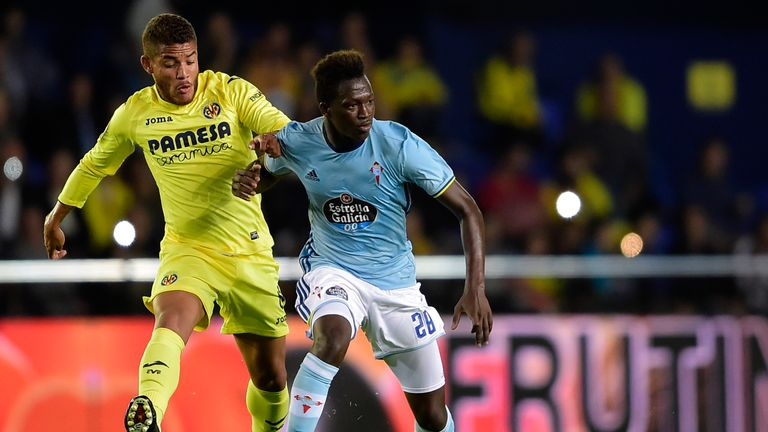 Villarreal's Mexican midfielder Jonathan dos Santos (L) vies with Celta Vigo's midfielder Pape Diop during the Spanish league football match Villarreal CF