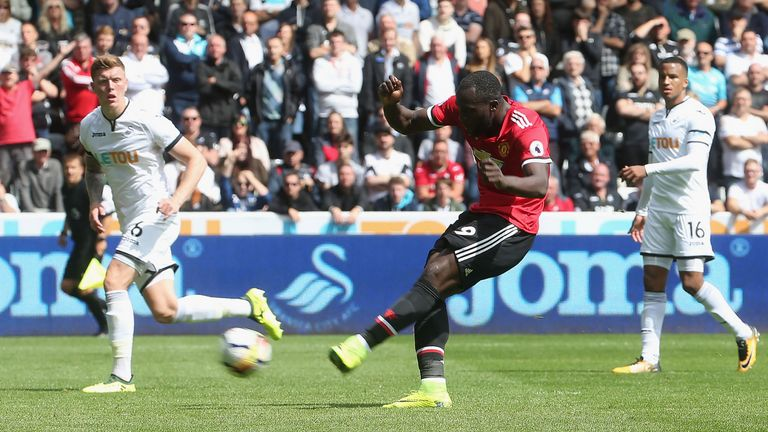 Romelu Lukaku scores Manchester United's second goal of the game