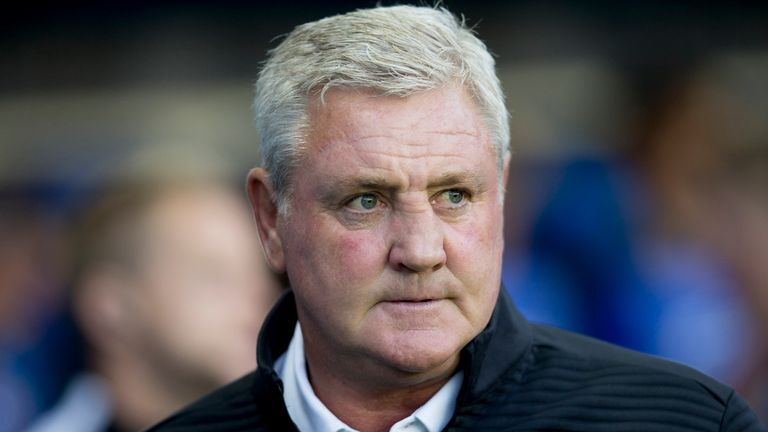 Steve Bruce manager of Aston Villa during the Sky Bet Championship match between Reading and Aston Villa at the Madejski Sta