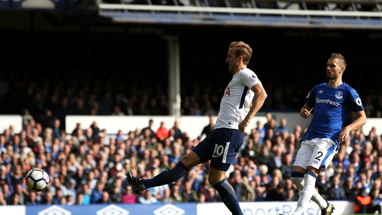 Harry kane displayed excellent technique to put Tottenham 3-0 up at Everton