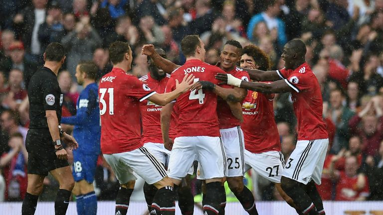 Man United scored three late goals to beat Everton 4-0