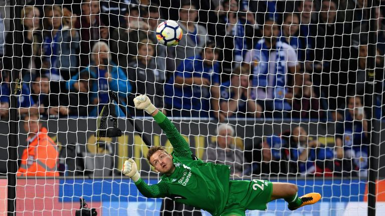 Simon Mignolet made an excellent save to deny Jamie Vardy from the spot