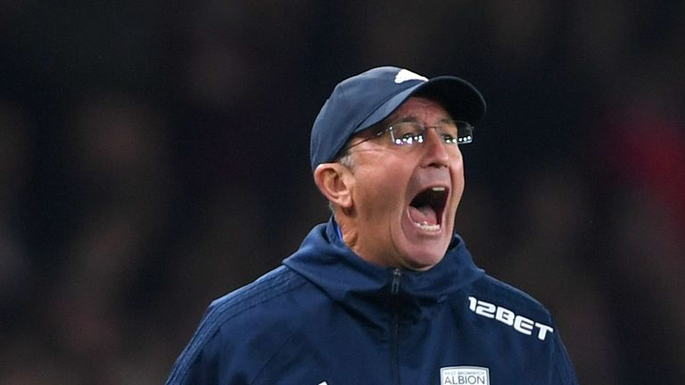 LONDON, ENGLAND - SEPTEMBER 25:  Tony Pulis, Manager of West Bromwich Albion shouts during the Premier League match between Arsenal and West Bromwich Albio