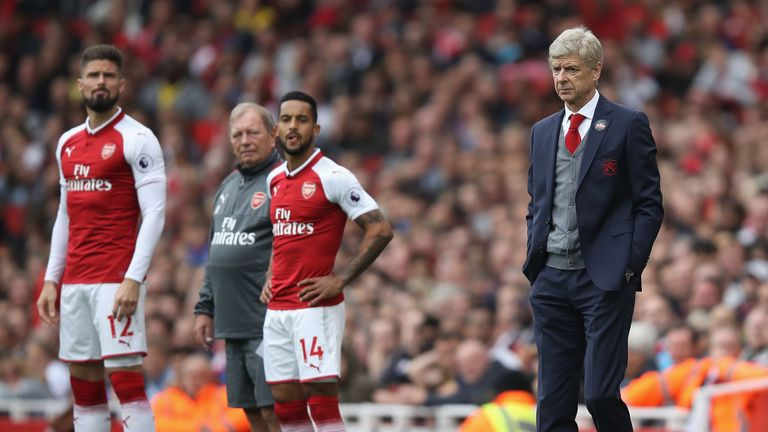 LONDON, ENGLAND - OCTOBER 01:  Arsene Wenger manager of Arsenal looks on as Olivier Giroud and Theo Walcott of Arsenal prepare to come on during the Premie