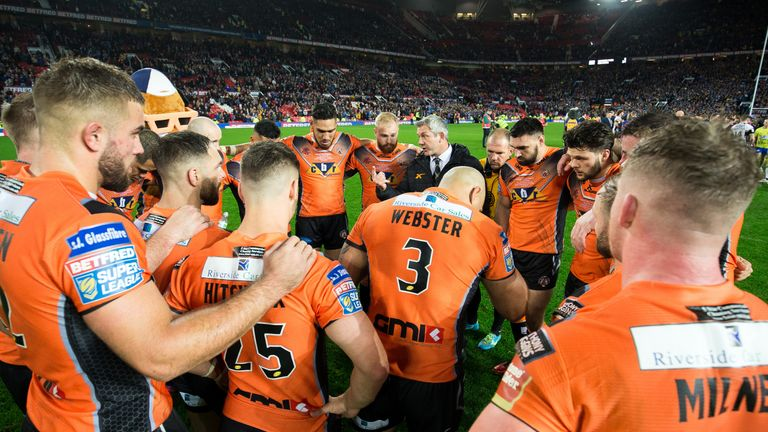 Daryl Powell speaks to his players after Castleford's 2017 Grand Final defeat