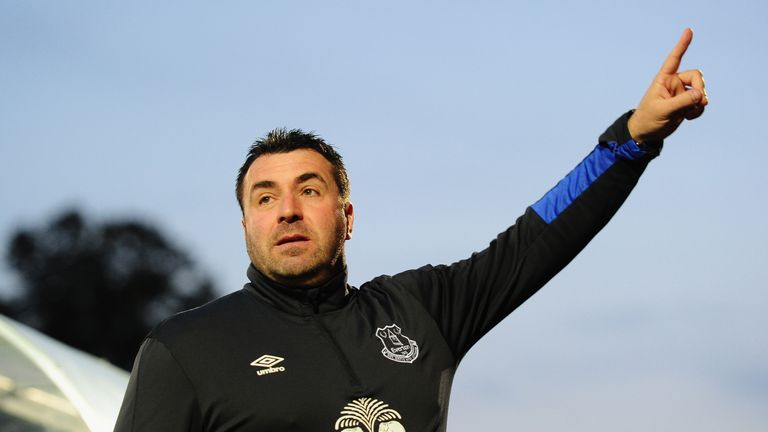 Chairman Bill Kenwright and a significant number of Everton plays want David Unsworth as manager