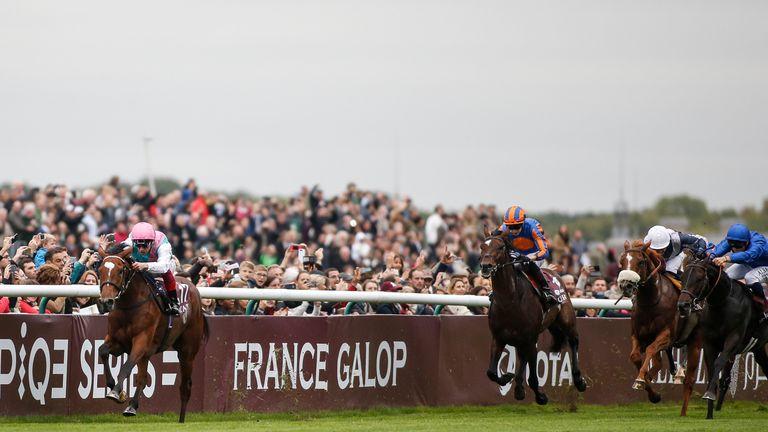 CHANTILLY, FRANCE - OCTOBER 01:  Frankie Dettori riding Enable (L) win The Prix de l'Arc de Triomphe during Prix de l'Arc de Triomphe meeting at Chantilly