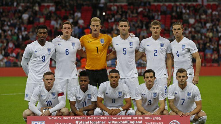 England team line up (L-R back row) Daniel Sturridge, Phil Jones, Joe Hart, Gary Cahill, John Stones, Jordan Henderson, (L-R front row) Wayne Rooney, Rahee