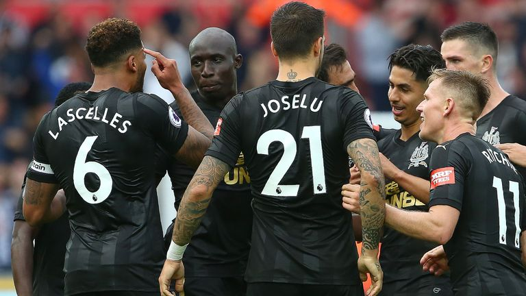 Newcastle United's English defender Jamaal Lascelles (L) celebrates scoring his team's first goal with teammates during the English Premier League football