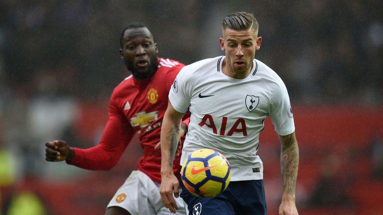 Manchester United's Belgian striker Romelu Lukaku (L) vies with Tottenham Hotspur's Belgian defender Toby Alderweireld during the English Premier League fo