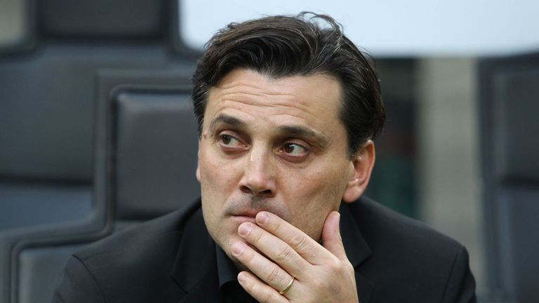 Milan coach Vincenzo Montella looks on before the Serie A San Siro match against Roma at Stadio Giuseppe Meazza on October 1, 2017