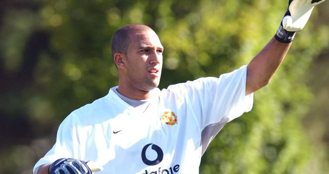 5e2b9a345 Former Manchester United and Everton keeper Tim Howard to retire at ...