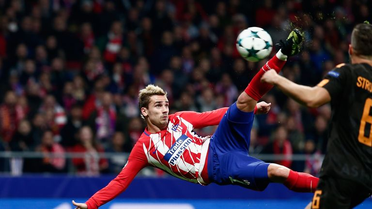 MADRID, SPAIN - NOVEMBER 22:  Antoine Griezmann of Atletico Madrid volleys to score his team's opening goal during the UEFA Champions League group C match
