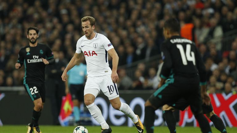 Tottenham Hotspur's English striker Harry Kane (C) dribbles during the UEFA Champions League Group H football match between Tottenham Hotspur and Real Madr
