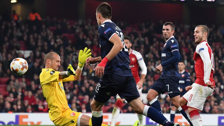 Arsenal's English midfielder Jack Wilshere (R) misses an oppurtunity at goal during the UEFA Europa League Group H football match between Arsenal and Red S