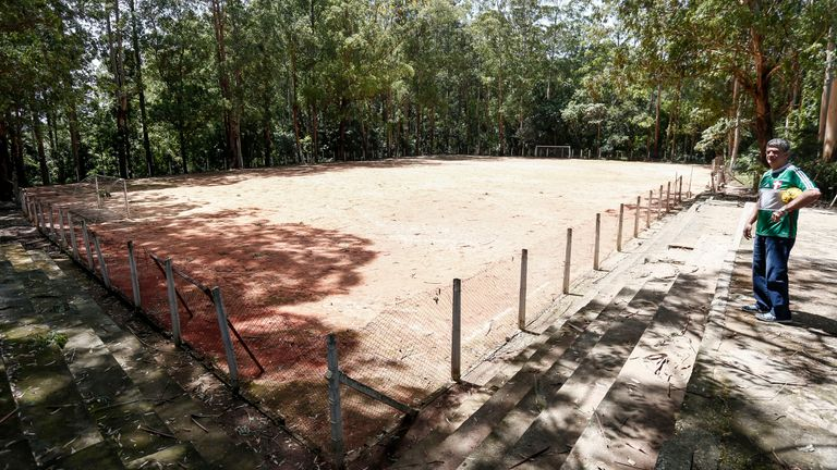 Clube Pequeninos do Meio Ambientes' pitch where Jesus started out