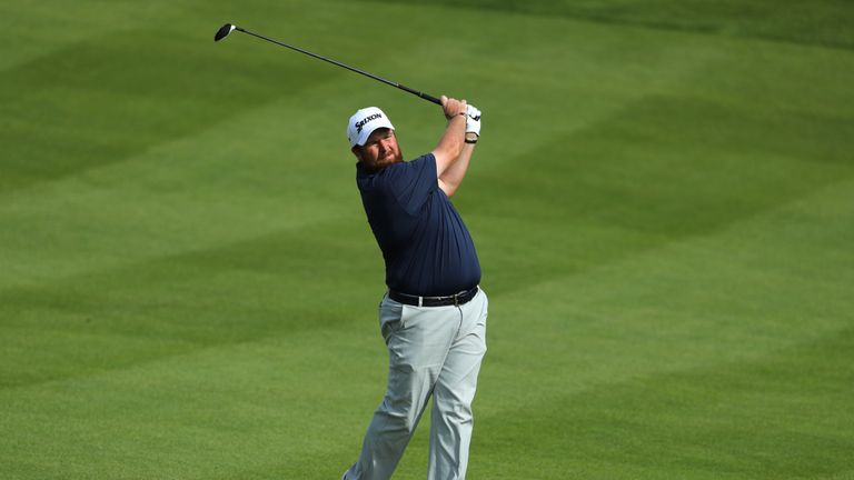 Lowry begins the day in the group on six under