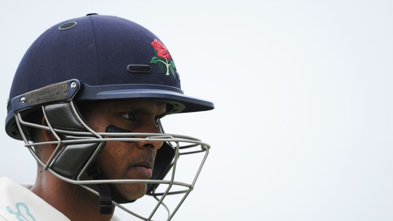 Shiv Chanderpaul has signed a new one-year contract with Lancashire