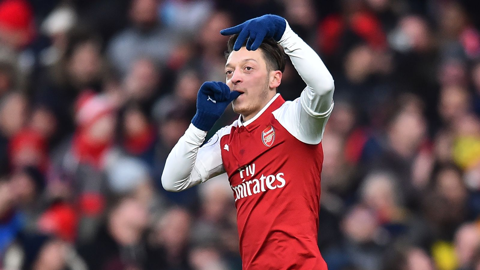 Mesut Ozil signs Arsenal contract extension until summer