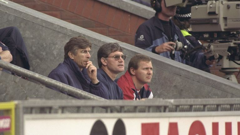 Wenger with Pat Rice and Gary Lewin in his first league game in charge against Blackburn