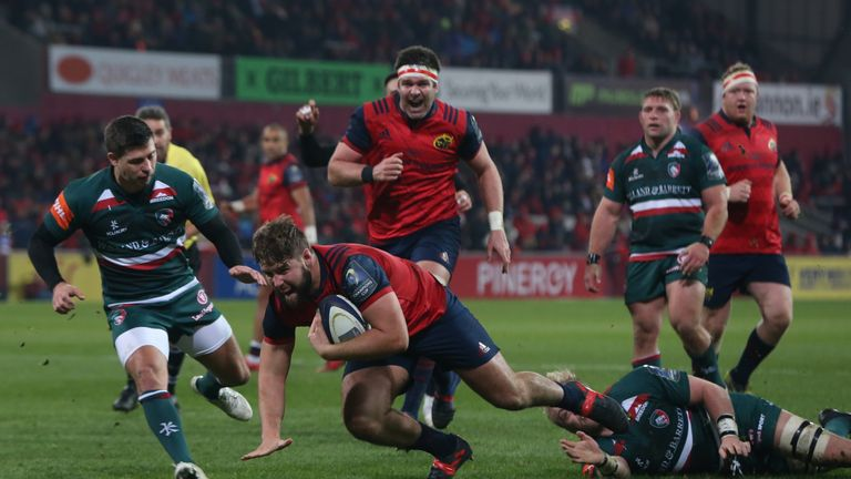 Rhys Marshall goes over for Munster's opening try