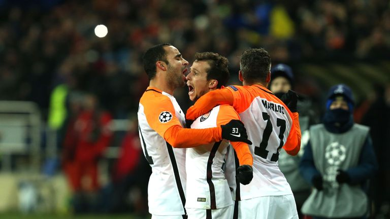 Shakhtar Donetsk's Brazilian midfielder Bernard (C) celebrate with his teammates after scoring a goal during the UEFA Champions League group F football mat