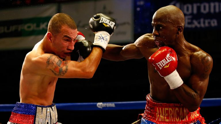 Farmer (R) is fighting for the IBF super-featherweight strap