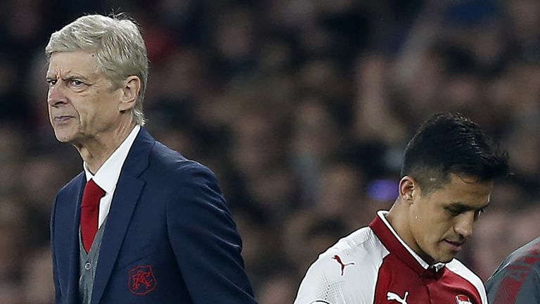 Arsenal's French manager Arsene Wenger (L) reacts as Arsenal's Chilean striker Alexis Sanchez is substituted off of the pitch