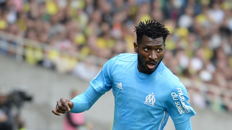 Olympique de Marseille's French midfielder Andre-Frank Zambo Anguissa controls the ball during the French Ligue 1 football match between Nantes (FCN) and O