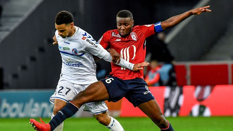 Strasbourg's French defender Kenny Lala (L) vies with Lille's French midefielder Ibrahim Amadou during the French L1 football match between Lille (LOSC) an