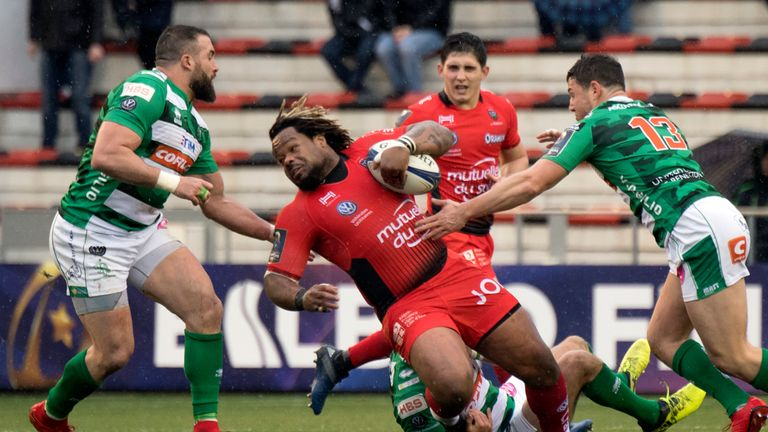 Toulon's Mathieu Bastareaud (C) is surrounded by Treviso defenders